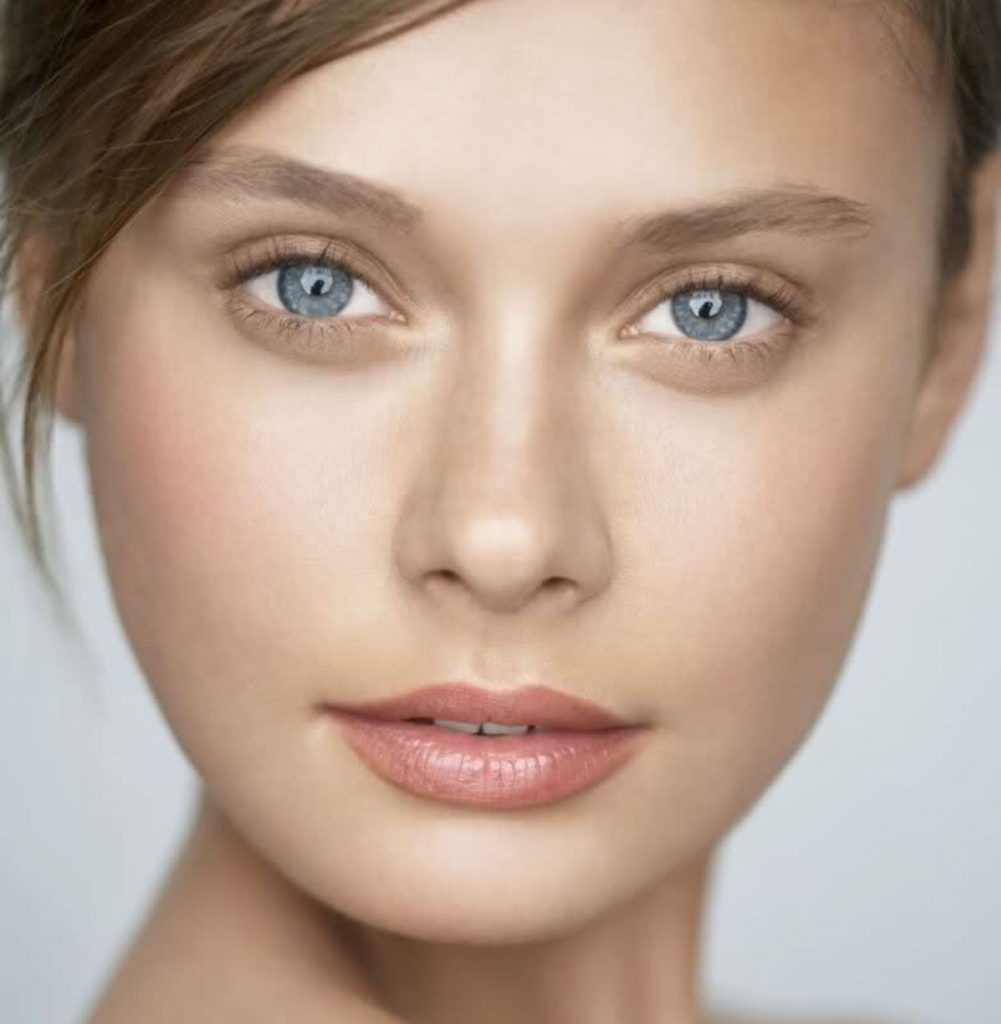 ラトビア出身のスーパーモデルの写真